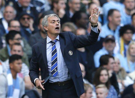 HLV Mourinho tiếc nuối vì không thể đánh bại kình địch Man City