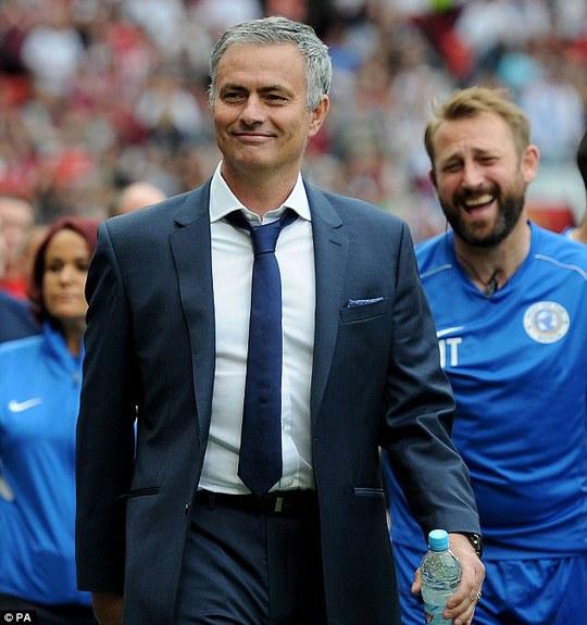 Ông Mourinho trong trận đấu gây quỹ từ thiện hôm 9-6
