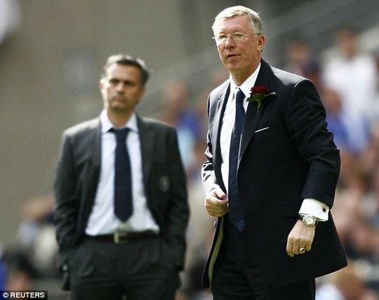 HLV Ferguson và Mourinho trong một lần đối đầu ở Premier League