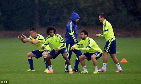 Các cầu thủ Chelsea chuẩn bị cho trận gặp Lisbon