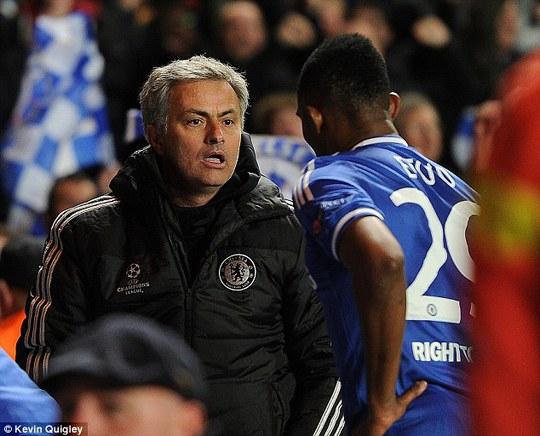Và pha ăn mừng như trẻ con của ông Mourinho