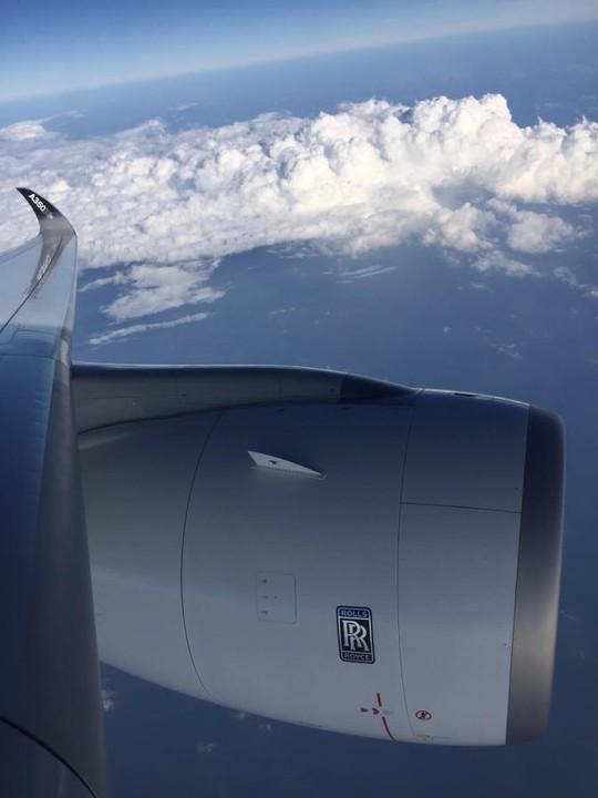 Máy bay được trang bị động cơ Rolls Royce Trent family cực mạnh với đường kính khủng. Năm 2007, khi Airbus chính thức triển khai dòng máy bay A350XWB thì Rolls Royce chi khoản tiền lớn cho việc nghiên cứu phát triển loại động cơ phản lực phù hợp với dòng máy bay thế hệ mới của Airbus