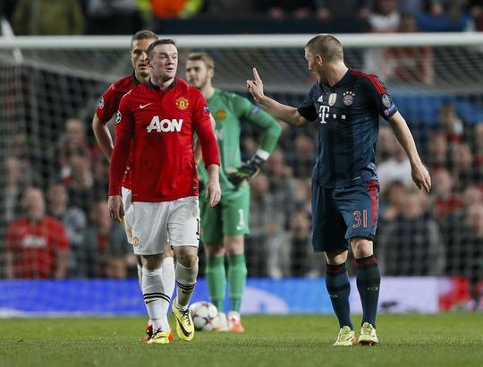 Có thành tích không tốt cùng M.U mùa này nhưng Rooney (trái) vẫn được trả lương cao ngất