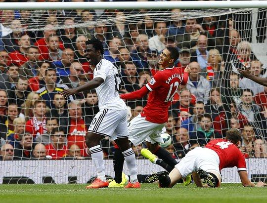 Hàng thủ M.U trong bàn thua đầu tiên