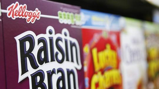 Những hộp ngũ cốc Kellogg được xếp chồng lên nhau trong một siêu thị ở New York, Mỹ