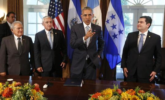 Tổng thống Mỹ Barack Obama và 3 tổng thống Trung Mỹ tại Nhà Trắng hôm 25-7. Ảnh: Reuters