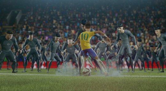 Trận đấu quyết liệt giữa các cầu thủ nghiệp dư và đội người máy