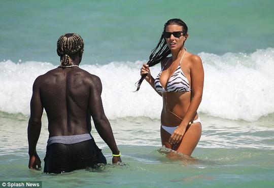 Sagna và vợ ngày thứ 4 ở biển Miami, Mỹ