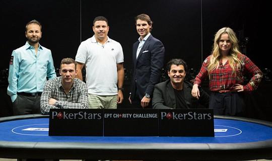 Cựu tiền đạo Chelsea Andriy Shevchenko (ngồi, bìa trái) cũng là một tay chơi poker có hạng