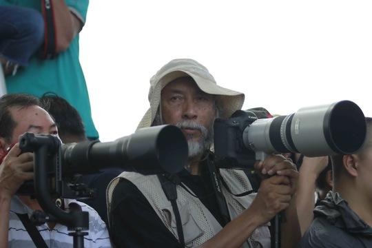 Một nhiếp ảnh gia lớn tuổi cho biết ông rất thích lễ hội đua bò Bảy Núi này và hàng năm ông thường đến để ghi lại những khoảnh khắc đẹp