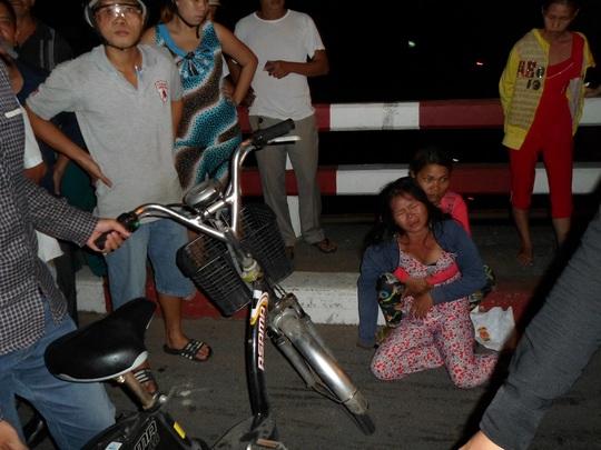 Các nữ tặc ăn vạ khi bị bắt quả tang trộm xe đạp điện