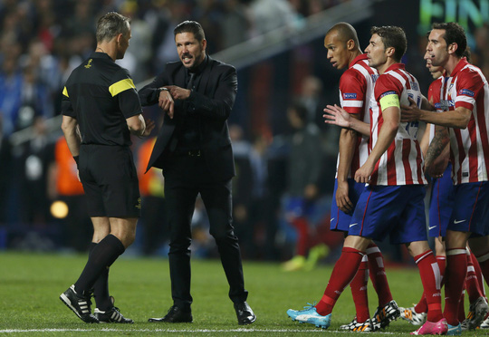 HLV Simeone phàn nàn với trọng tài về thời gian cộng thêm giờ