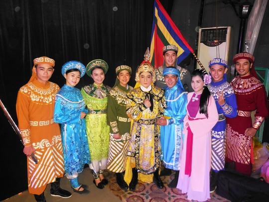 Các diễn viên tham gia vở Nam Quốc Sơn Hà (Lý Thường Kiệt) tại Nhà hát kịch SKN TP HCM