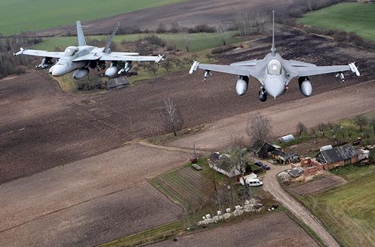 Các hiến đấu cơ của NATO tuần tra không phận Baltic. Ảnh: Reuters