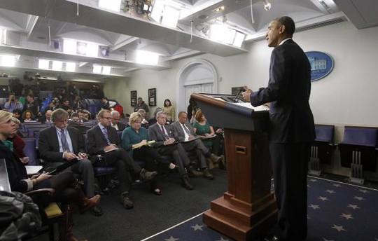 Tổng thống Mỹ Barack Obama trao đổi với phóng viên về tình hình Ukraine tại Nhà Trắng ngày 17-3. Ảnh: Reuters