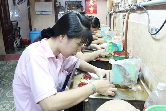 Giám sát lương thưởng tại các doanh nghiệp là ưu tiên hàng đầu của các cấp Công đoàn TPẢnh: THANH NGA