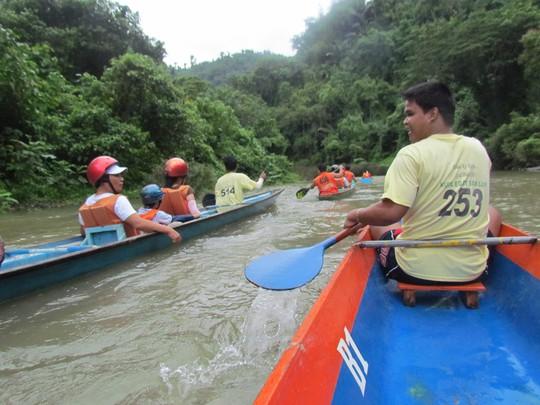 Chèo thuyền ngắm thác