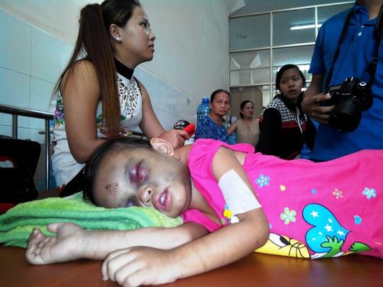 Sáng 14-9, bé Ngân nằm mê man tại bệnh viện