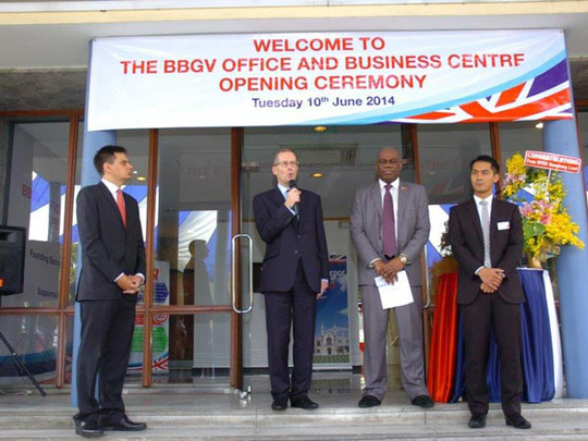 TS Antony Stokes, Đại sứ Anh tại Việt Nam (giữa) phát biểu trong buổi lễ thành lập Trung tâm thông tin tại TP HCM sáng 10-6.