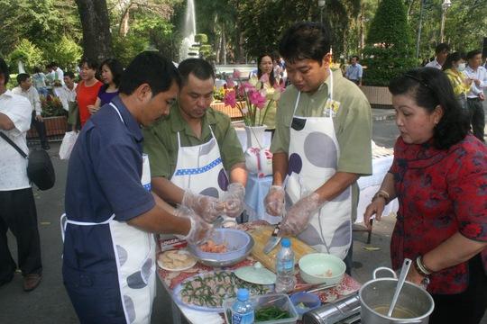 """Các đội tuyển dự thi nấu ăn """"Người đàn ông vào bếp""""ẢNH: AN KHÁNH"""