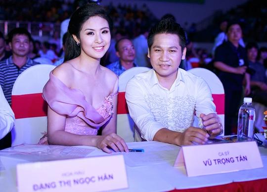 Ngọc Hân ngồi ghế nóng chấm thi sắc đẹp cùng ca sĩ Trọng Tấn