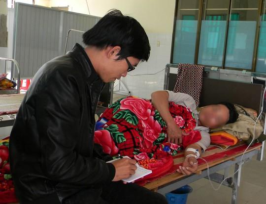 Một bệnh nhân đang điều trị tại Trung tâm y tế huyện Phú Ninh do ngộ độc sứa