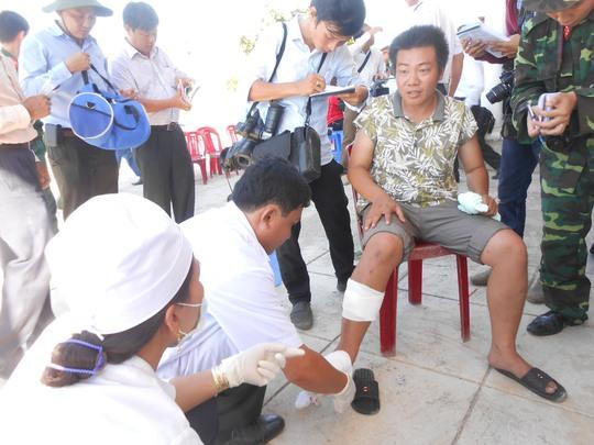Ngư dân Nguyễn Huỳnh Bá Biên bị đa vết thương khi tàu chìm