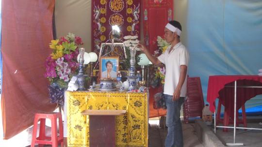 Gia đình tô cức lo tang lễ cho thuyền viên Ngô Minh Tuấn