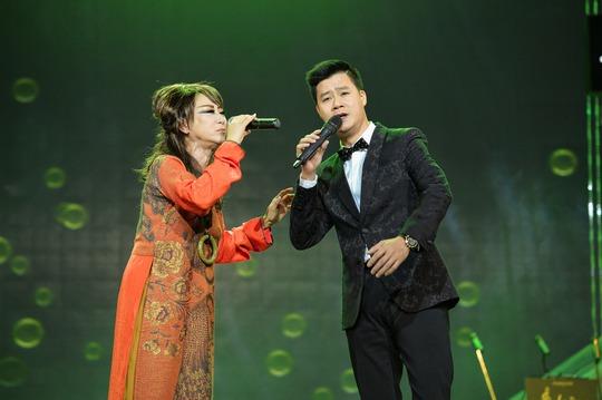 Lê Uyên song ca với ca sĩ Quang Dũng