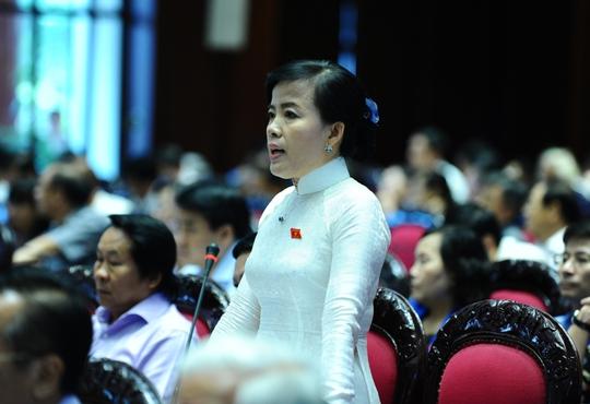 ĐB Nguyễn Thị Kim Thuý nêu câu hỏi có cài đặt lợi ích nhóm trong một số văn bản quy phạm pháp luật hoặc tạo thuận lợi cho việc quản lý cho cơ quan công quyền, đẩy khó khăn cho người dân?