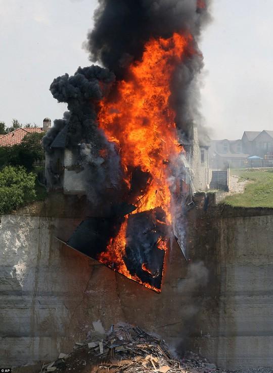 Chủ nhà phóng hỏa đốt biệt thự gần 15 tỉ đồng
