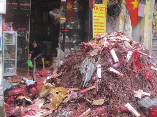Cháy lớn ở phố cổ Hà Nội: Cứu được cháu bé 3 tuổi trong căn nhà cháy