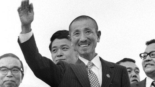 Ông Onoda được chào đón như người hùng khi trở về Nhật Bản. Ảnh: BBC