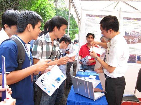 Lao động trẻ tại TP HCM được tư vấn tại chiến dịch Way2Work