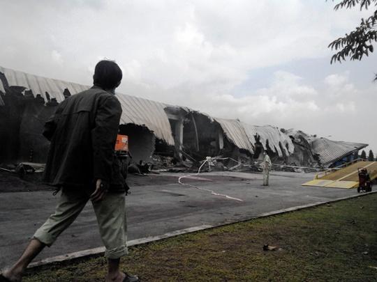 Nhà máy mực in Sakata Inx Việt Nam bị thiêu rụi sau vụ cháy chiều 18-9