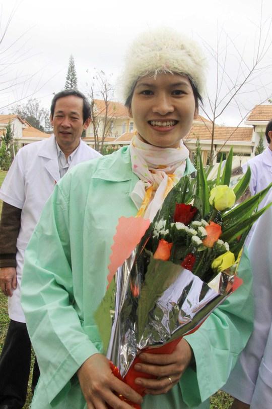 Chị Đặng Thị Hồng Ngọc tiếp tục điều trị ở bệnh viện vì sức khỏe chưa thật sự tốt