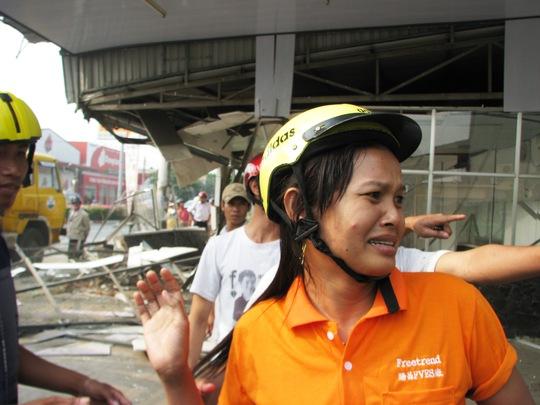 Thân nhân người bị nạn hoang mang tìm người thân trong vụ tai nạn