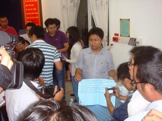Nội dung bà Mai viết trong các tờ giấy trước khi tự thiêu vào sáng 23-5, để phản đối Trung Quốc mà cơ quan công an thu giữ tại hiện trường.