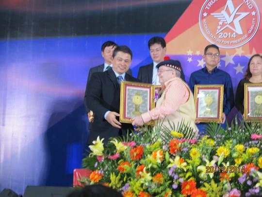 """Công ty sơn TOA Việt Nam nhận giải thưởng """"Doanh nghiệp Việt Nam phát triển bền vững"""" 2014"""