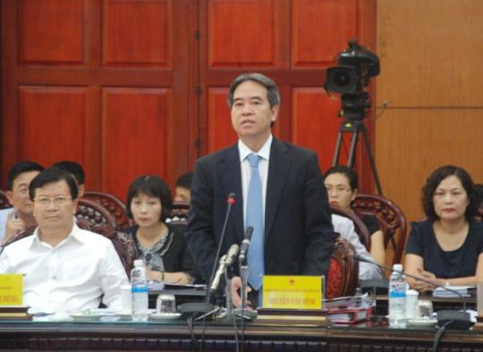 Thống đốc Ngân hàng Nhà nước Việt Nam Nguyễn Văn Bình trả lời chất vấn chiều 29-9