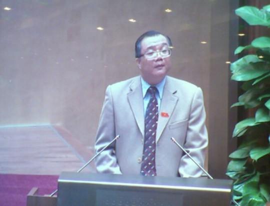 Ông Huỳnh Văn Tý, Trưởng Ban kiểm phiếu công bố kết quả