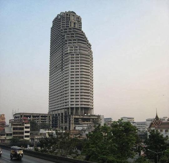 Tòa tháp ma lừng lững ở Bangkok. Ảnh: unusualplaces.org