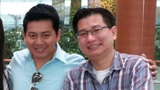 Anh Phạm Văn Thoại và ông Gabriel Kang tại sân bay. Ảnh: Straitstimes