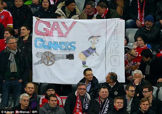 Băng-rôn của các CĐV Bayern