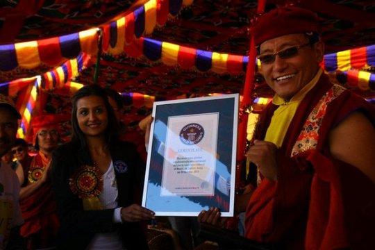 Đức Pháp Vương và người dân Ladakh thiết lập kỷ lục Guiness trồng cây xanh năm 2010
