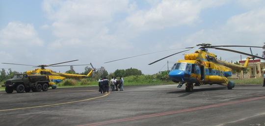 Hai chiếc máy bayMi 17102 và Mi 17104 của không quân Việt Nam từ Cà Mau xuất phát tìm kiếm máy bay Malaysia rơi