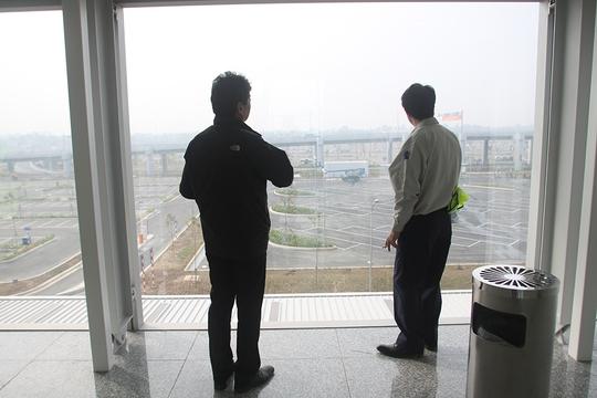 Nhà ga T2 có phòng hút thuốc riêng bên trong các cửa chờ ra tàu bay