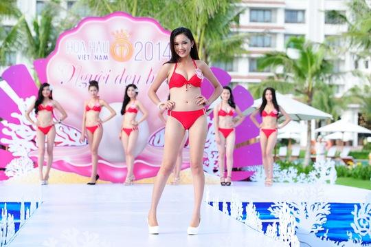 Các thí sinh tham gia vòng thi Người đẹp biển của cuộc thi Hoa Hậu Việt Nam 2014. Ảnh: Lý Võ Phú Hưng