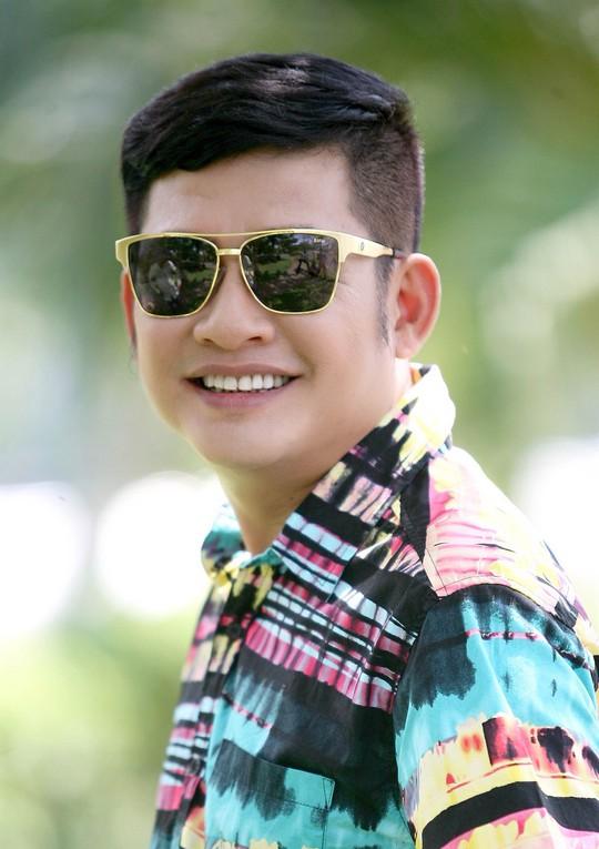 Tấn Beo cùng người em ruột của mình - nghệ sĩ Tấn Bo - thành lập và điều hành nhóm hài Tấn Beo-Tấn Bo.