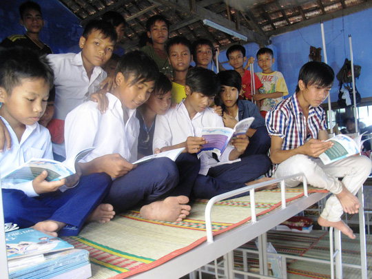 Có giường mới, sách mới, học sinh xã nghèo Phú Mỡ sẽ cải thiện được điều kiện sinh hoạt và học tập